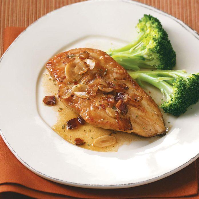 Цыпленок с беконом и розмарином для двоих