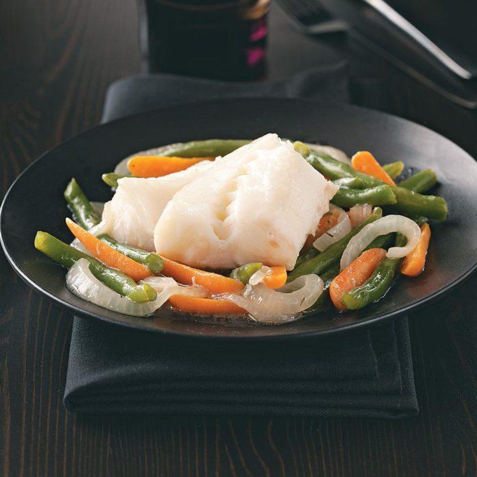 Треска и овощная сковорода для двоих