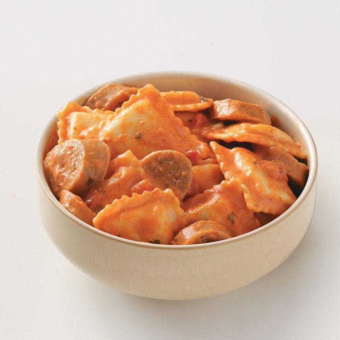 Легкая колбаса и равиоли для двоих