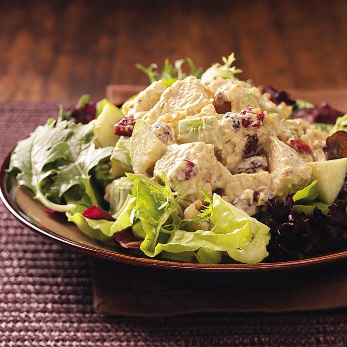 Фруктовый салат с карри из индейки на двоих