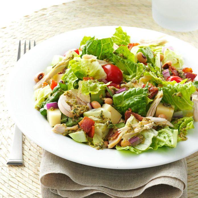 Итальянский нарезанный салат с курицей