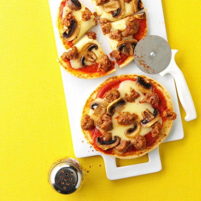 Грибная и швейцарская пицца