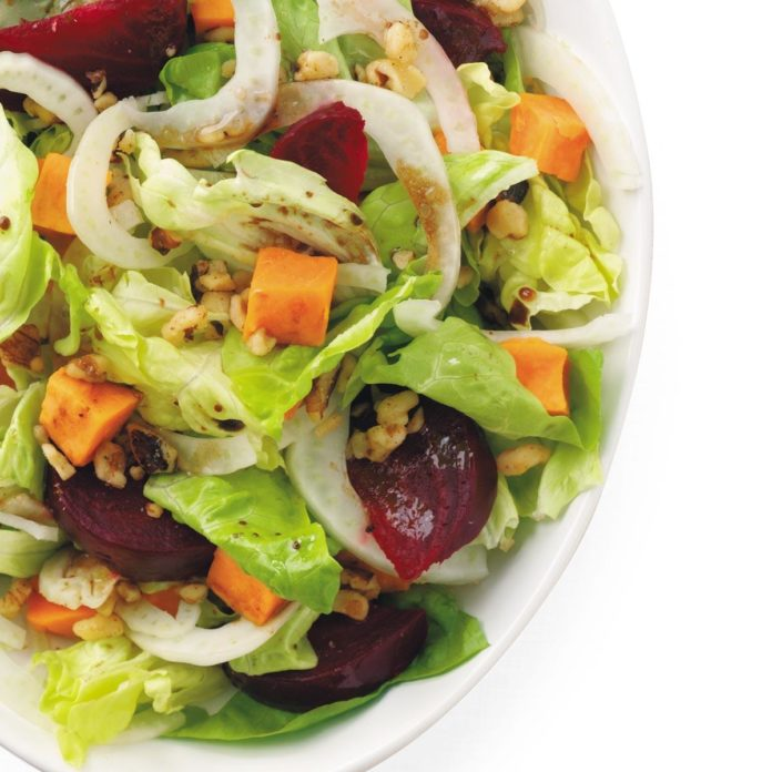 Жареный салат из свеклы и сладкого картофеля