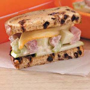 Фруктовые бутерброды с ветчиной